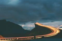 大西洋路夜在挪威 库存照片