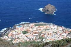 大西洋黄雀色garachico海岛海洋城镇 免版税库存照片