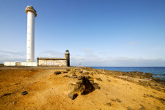 大西洋兰萨罗特岛灯塔和晃动蓝天 免版税图库摄影