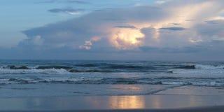 大西洋海滩日落 免版税库存照片