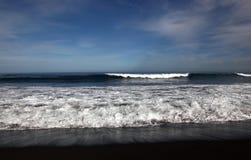 从大西洋的波浪 免版税库存图片