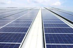 大规模屋顶太阳PV系统 免版税库存图片