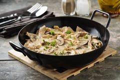 大豆在乳脂状的调味汁的肉条纹 库存照片