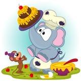 大象厨师蛋糕为老鼠做准备 库存照片