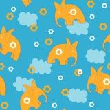 大象和云彩 免版税库存照片