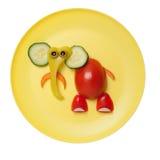大象由新鲜水果制成在黄色板材 免版税库存照片