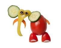 大象由蕃茄、胡椒和黄瓜制成 免版税库存照片