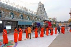 大象礼仪队伍在寺庙, Tirumala,安得拉邦,印度附近的 免版税图库摄影