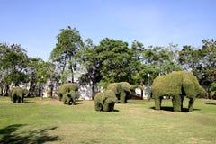 大象草雕塑在阿尤特拉利夫雷斯,泰国 免版税库存图片