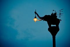 大象街灯在泰国 免版税库存图片