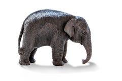 大象被雕刻在木头外面 背景查出的白色 免版税库存图片