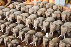 大象被雕刻在木头外面 库存照片