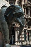 大象雕塑, Chambéry的标志特写镜头从喷泉的 免版税库存照片