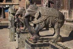 大象雕象在Changu纳拉扬 免版税图库摄影