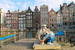 大象水手雕塑停泊处的在水附近 两栖 免版税库存图片