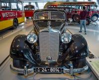 大豪华汽车奔驰车Typ 320 (W142/II), Stromlinien大型高级轿车, 1939年 免版税库存照片