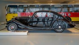 大豪华汽车奔驰车Typ 320 (W142/II), Stromlinien大型高级轿车, 1939年 库存照片