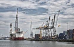 大起重机在荷兰港口 库存图片