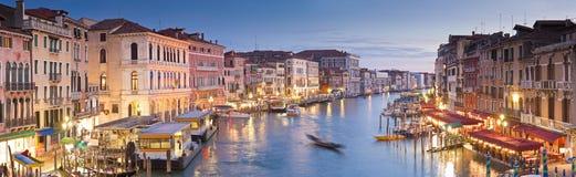 大运河、别墅和长平底船,威尼斯 免版税图库摄影