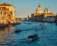 大运河和大教堂圣塔玛丽亚della向致敬,威尼斯,意大利 库存照片