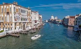 大运河和大教堂圣玛丽亚della的看法向致敬 库存图片