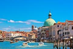 大运河在夏天晴天,威尼斯,意大利 免版税库存图片