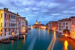 大运河在晚上在威尼斯,意大利 免版税图库摄影