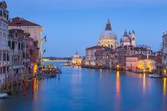 大运河夜视图在威尼斯, Venezia,意大利 图库摄影