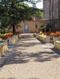 大道在梵蒂冈庭院里2010年9月20日的在梵蒂冈,罗马,意大利 免版税库存照片