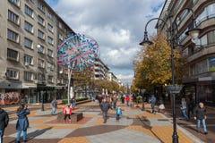 大道的Vitosha走的人在市索非亚,保加利亚 库存图片