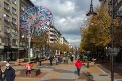 大道的Vitosha走的人在市索非亚,保加利亚 库存照片