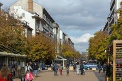 大道的Vitosha走的人在市索非亚,保加利亚 图库摄影