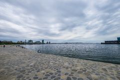 大道,海滨的人们 库存照片