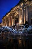 大都会博物馆在蓝色小时内 免版税库存照片