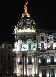 大都会大厦在夜 图库摄影