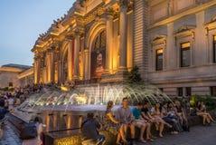 大都会艺术博物馆在晚上 免版税库存图片