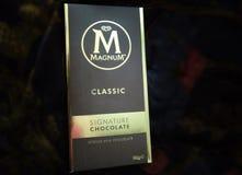 大酒瓶,署名巧克力块 库存图片