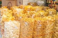大量干鱼鱼鳔是销售额在最大的中国街市上 免版税库存照片