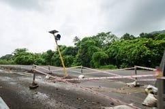 大量手段修理路在印度 修理的设备路 推土机准备修造路 原野印地安国家a 免版税库存照片