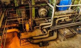 大量手段和管道系统在能源厂里面 图库摄影