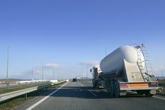 大量液体卡车运输卡车 免版税库存照片