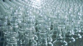 大量玻璃瓶互相严密地移动 影视素材