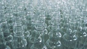 大量空的玻璃瓶慢慢地移动 股票视频