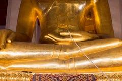 大金菩萨雕象 关闭 Wat Mong khon Bophit寺庙 地标阿尤特拉利夫雷斯泰国地方的标志 免版税库存照片