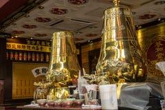 大金黄decoratuve俄国式茶炊 图库摄影