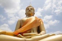 大金黄菩萨雕象 免版税图库摄影