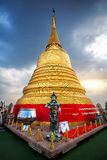 大金黄Stupa在曼谷 库存图片