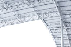 大钢结构捆、屋顶框架和金属板在大厦 免版税库存图片