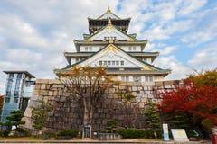 大阪城堡在秋天 库存图片