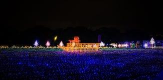 大阪城堡夜照明最巨大的轻的展示在大阪 图库摄影